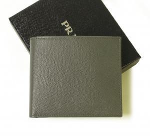 プラダ 財布 サフィアノレザー 二つ折(グレー)