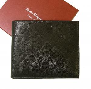 サルヴァトーレフェラガモ 財布 ガンチーニ モノグラム エンボス 二つ折 (ダークブラウン)