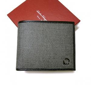 サルヴァトーレフェラガモ PVC×ガンチーニモノグラムレザー 二つ折財布(グリジオ) MainPhoto