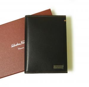 サルヴァトーレフェラガモ パスポートケース ナッパレザー (ブラック)