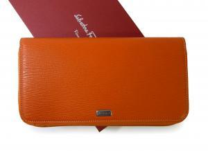 サルヴァトーレフェラガモ 長財布 トラベルコンパニオン オーガナイザー (明るいオレンジ) *大きめサイズ