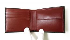 No.4 財布 二つ折 型押し ペブルカーフ(ブラック×レッド)