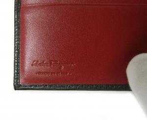 No.5 財布 二つ折 型押し ペブルカーフ(ブラック×レッド)