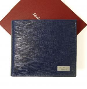サルヴァトーレフェラガモ 財布 二つ折 型押し ペブルカーフ(ウルトラブルー×ダークグレー)