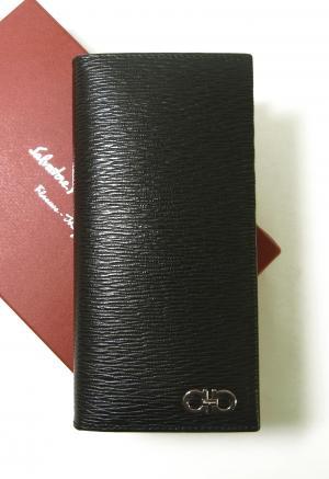 サルヴァトーレフェラガモ 長財布 メンズ カード大容量(ブラック×フィヨルドブルー)