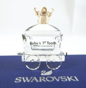 スワロフスキー 置物 ベビー ファーストトゥース(乳歯)ワゴン BABY'S 1ST TOOTH WAGON