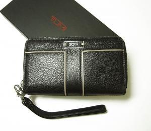トゥミ 財布  リストレット ラウンドジップミニ 牛革 (ブラック)