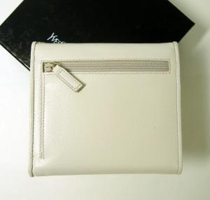 No.3 <訳ありお値引>レザー 三つ折財布(ホワイト)